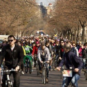 BUCHAREST BICYCLISTS RECLAIM THEIR STREET RIGHTS
